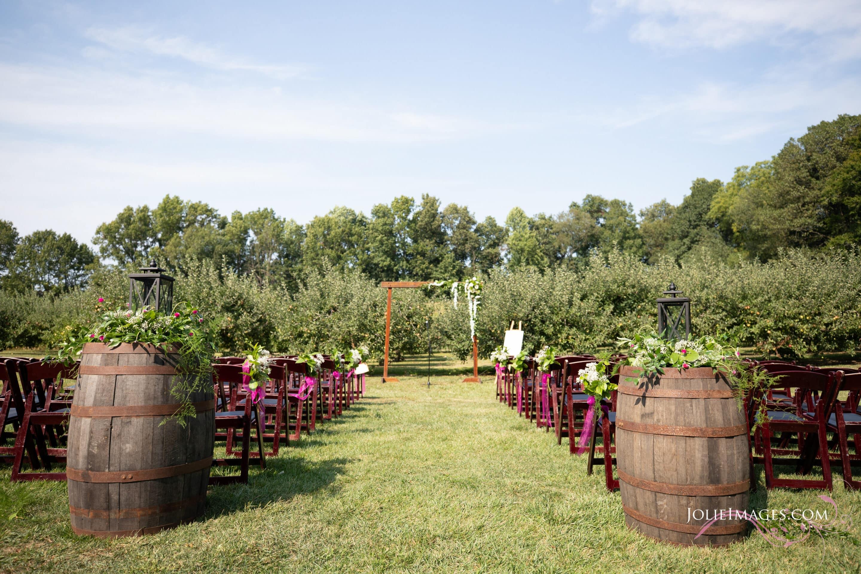 wine barrel ceremony decor